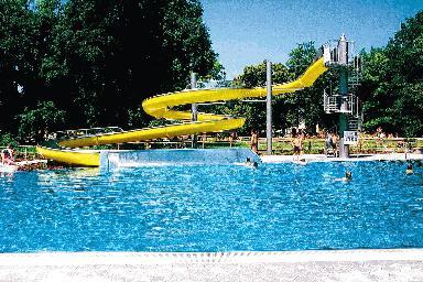 Attraktiv Freibad Ungererbad Schönes Bad, Das Alles Hat: Ein Reines Sportbecken,  Sprungtürme, Erlebnis  Und Planschbecken Für Kinder, Einen ... Traubestraße  3