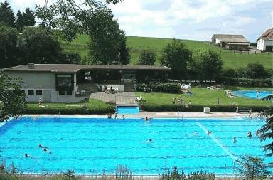 Freibad waldschwimmbad l hlbach haina l hlbach for Stadtallendorf schwimmbad
